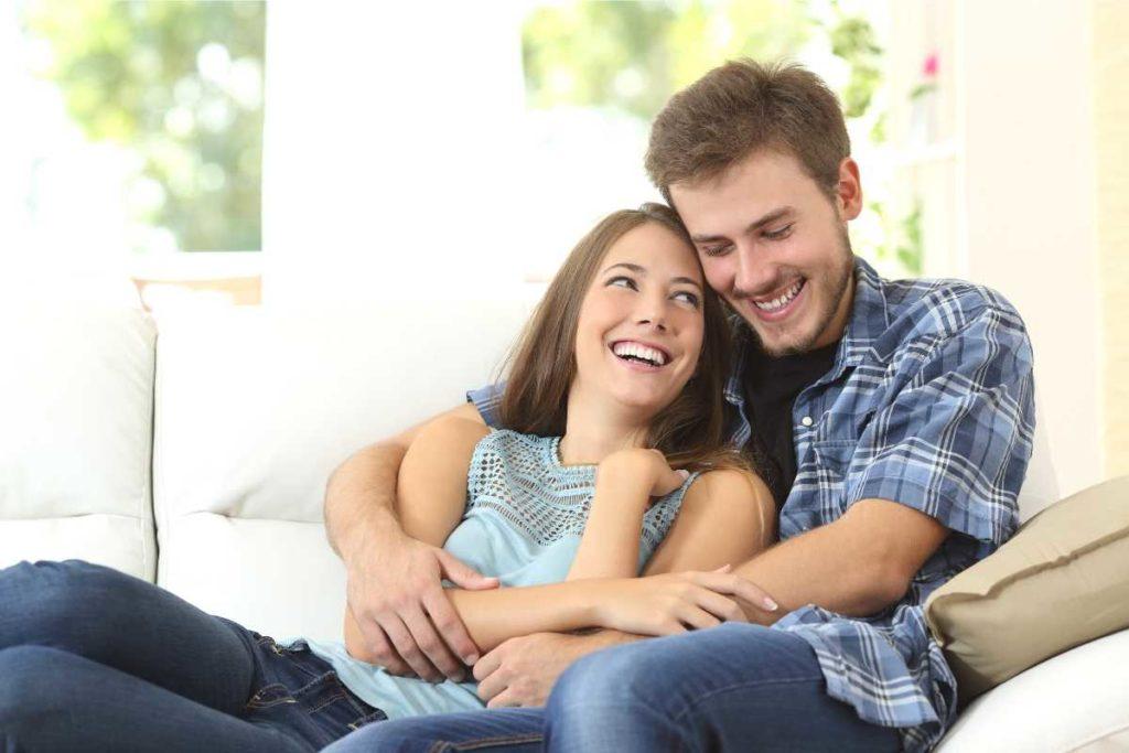 幸せそうな夫婦