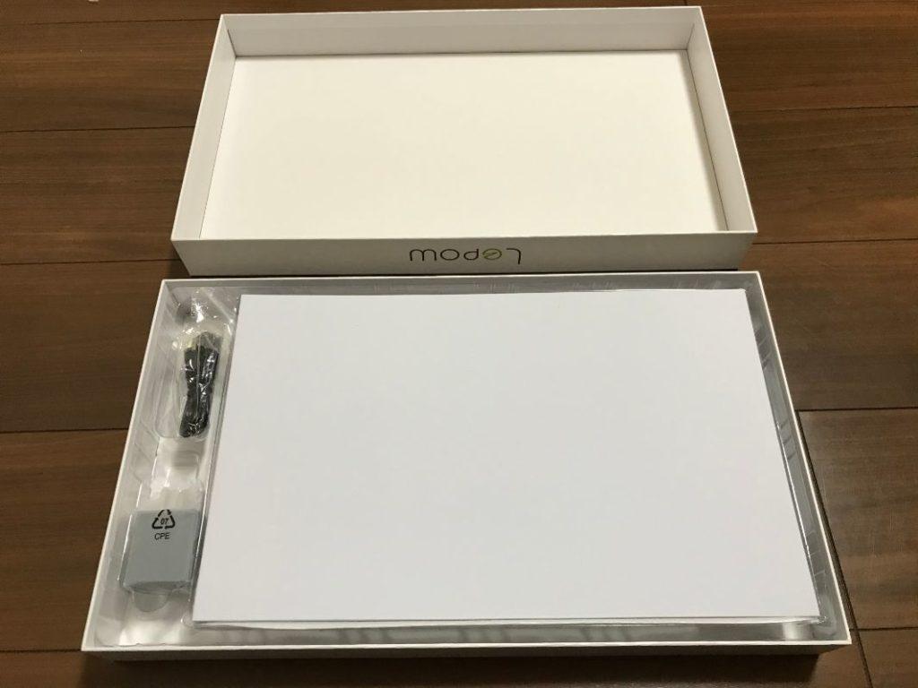 Lepowのモバイルモニター(ディスプレイ)15.6インチの内容物