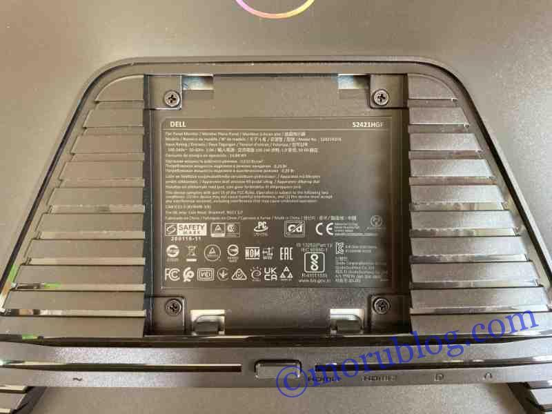 Amazonベーシックモニターアームをモニター側に取り付ける